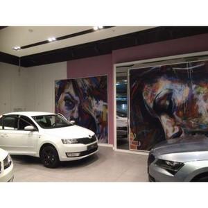 Автомобильный бутик с выставкой картин открылся в ТРЦ «Аура»
