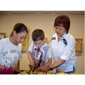 В Доме дружбы народов Чувашии открылась выставка произведений резчицы по дереву Веры Васильевой