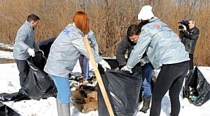Кировские активисты ОНФ не допустили попадания бытового мусора в реку Вятку