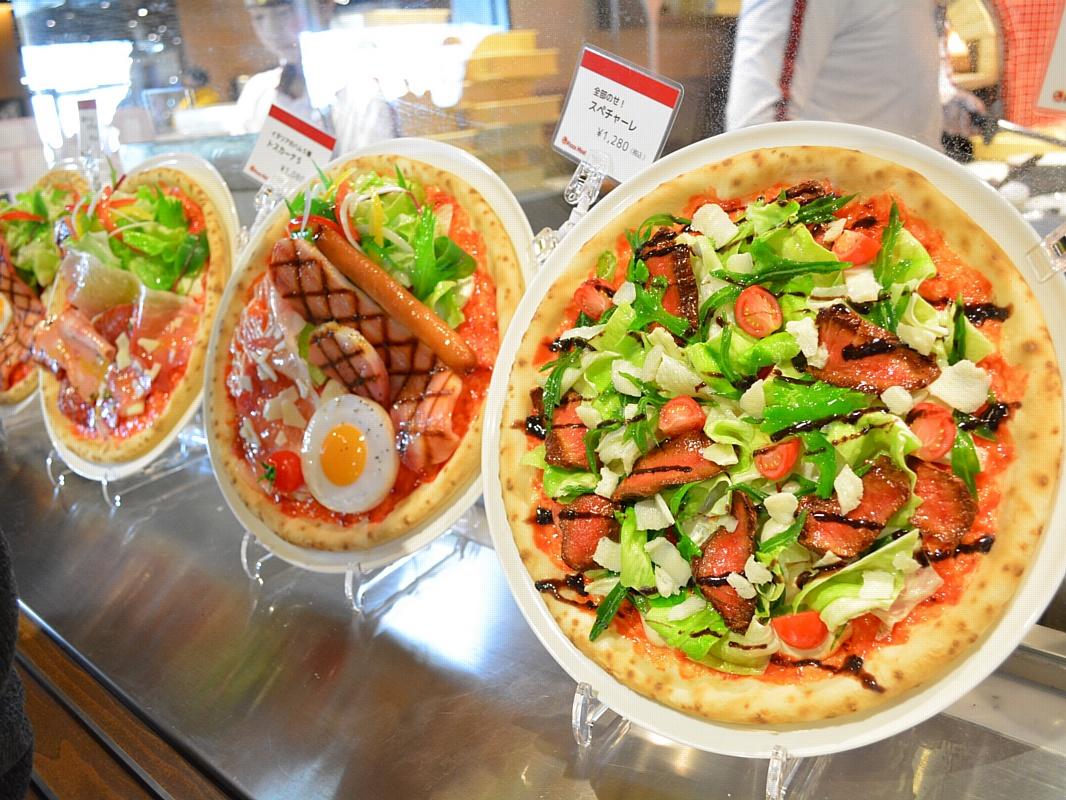 Узнайте, какая аппетитная реклама в витрине ресторана увеличит доход заведения на 300%
