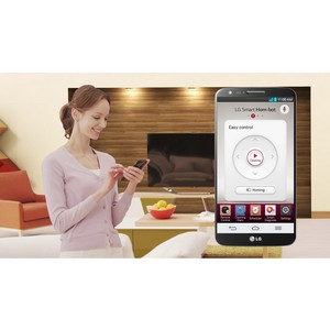 LG представляет умный HOM-BOT SQUARE на IFA 2013 в формате креативного показа