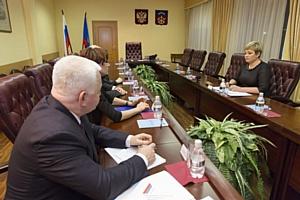 В День Конституции мурманские «фронтовики» встретились с губернатором региона