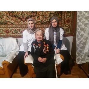 Активисты «Молодежки ОНФ» в Чечне помогли с домашними делами ветерану Великой Отечественной войны