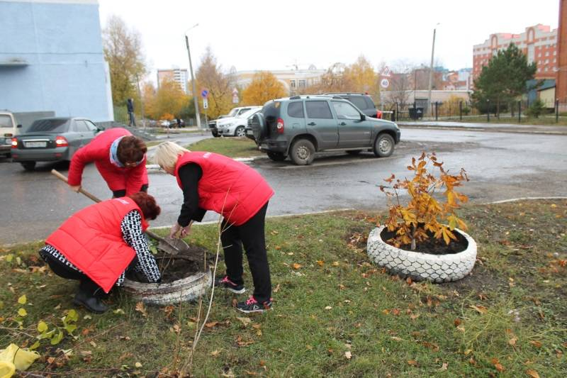 Представители «Молодежки ОНФ» в Мордовии высадили в честь памяти Героев России кусты сирени и калины