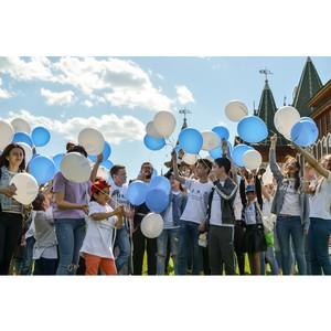 Российские звезды, будущие педиатры и дети в гостях в музее-заповеднике «Коломенское».