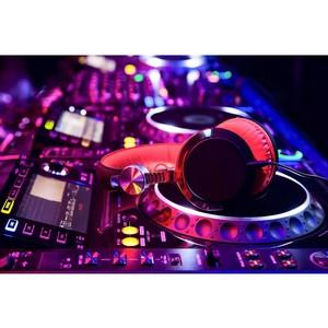 Устройство коммутации аудиоканалов для DJ-студии