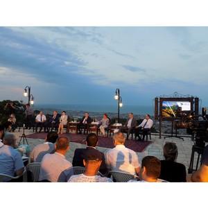 «Мой Дагестан»: пресс-конференция под старыми стенами на фоне седого Каспия
