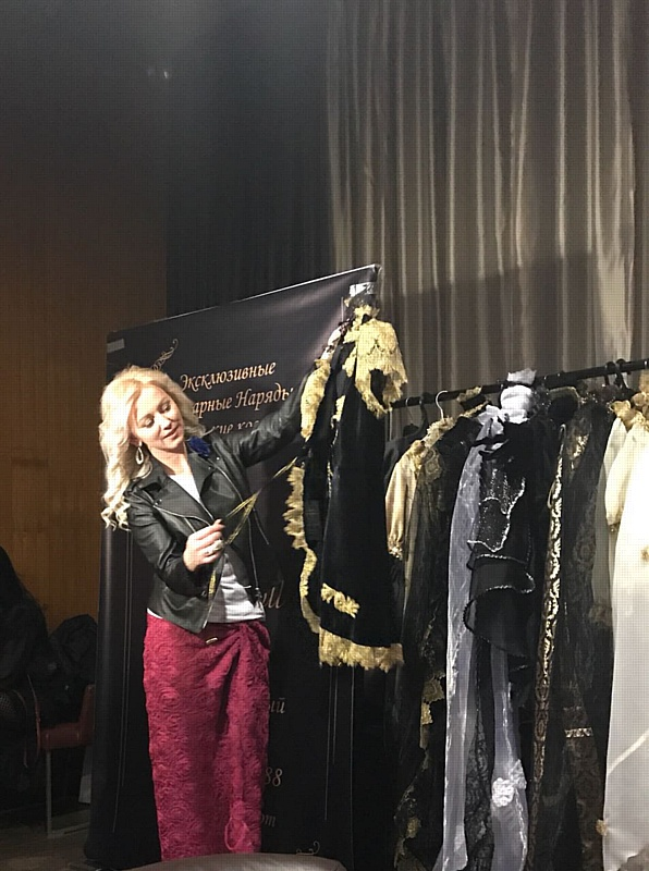 Наталья Корнилова получила титул Гламур-мама на премии Super Mama 2017