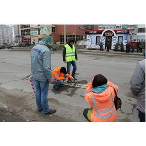 Активисты Народного фронта проводят рейды по «убитым» дорогам Барнаула