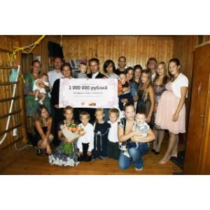 Фонд «Добрые дела» вручил миллион рублей многодетной семье из Красногорска