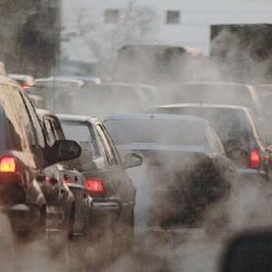 Ёксперт рассказал, как ограничить выбросы загр¤зн¤ющих средств в ћоскве
