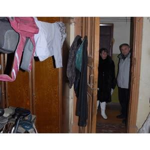 Костромские активисты ОНФ взяли под контроль проблему жителей бывшего общежития