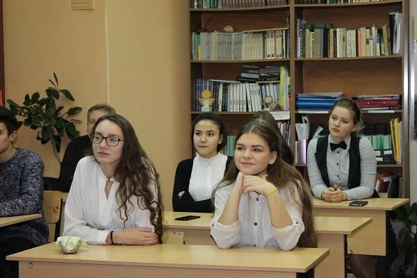 Активисты ОНФ на Камчатке провели тематические уроки, посвященные Дню Конституции РФ