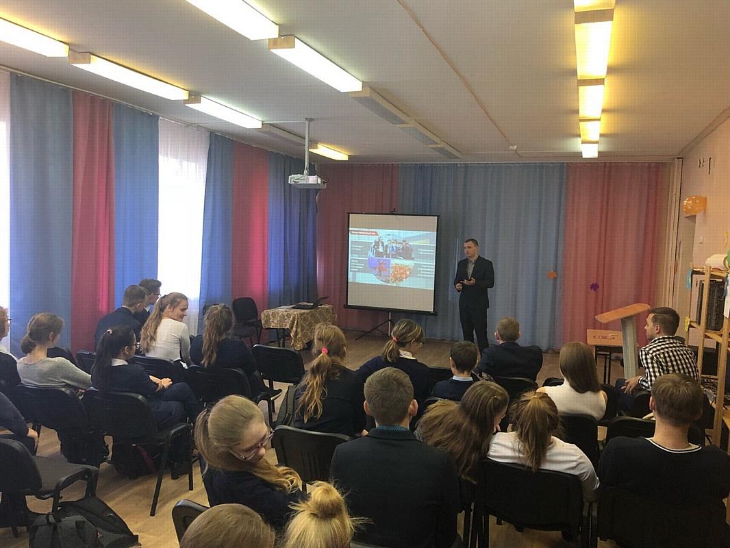 Представители Дзержинского филиала РАНХиГС посетили школы Нижегородской области