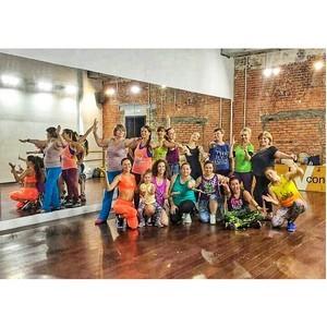 Как Московские волонтеры и фитнес-инструкторы, танцуя помогают детям из детских домов