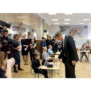 Самый молодой гроссмейстер в истории Сергей Карякин провел сеанс одновременной игры в школе №1239