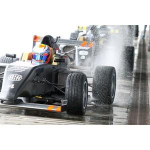 Нико Кари стал быстрейшим во второй день тестов SMP F4 Championship в Хересе