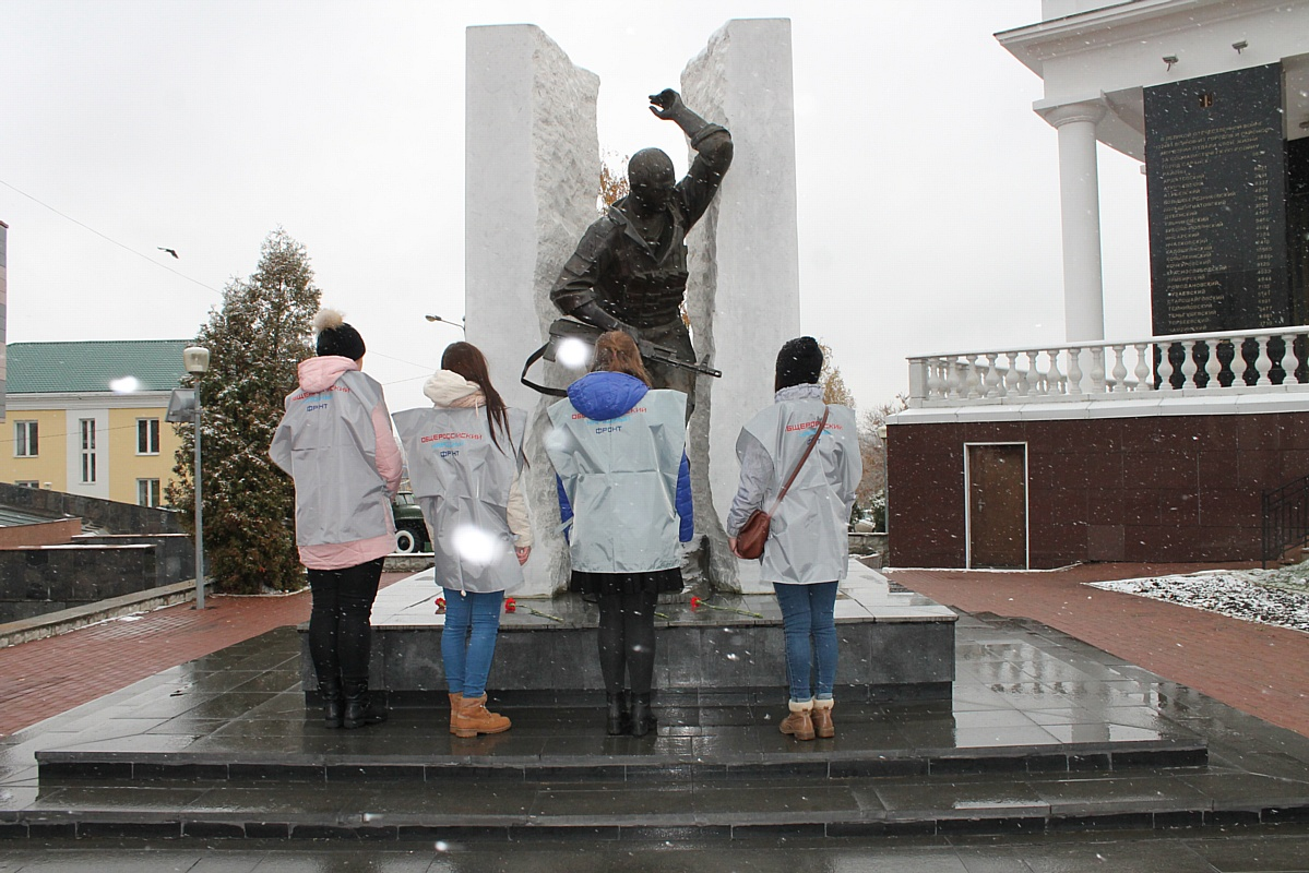 Команда «Молодежки» почтила в Мордовии память погибших героев