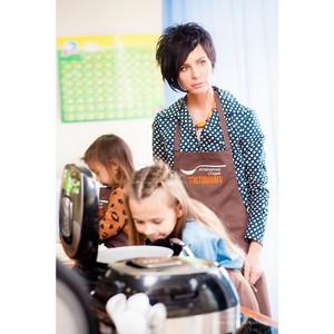 Саша Зверева балует детей по утрам кускусом