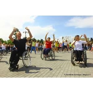Бакинская молодежь и люди с ограниченными физическими возможностями устроили в Баку флешмоб