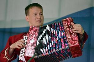 Мишка Пуччи в рамках своего путешествия посетит фестиваль «Играй,  гармонь»
