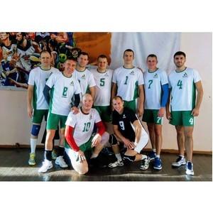 Горняки команды «ТопПром» одерживают победы в городском турнире по волейболу