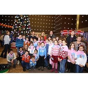 Дети из приютов и реабилитационных центров посетили праздничное предновогоднее шоу.