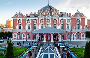 В Петровском Путевом Дворце прошло торжественное открытие серии оперных вечеров под открытым небом!