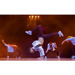 Танцевальное шоу под дождем «Признание в любви»