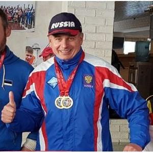 Барнаульский пристав завоевал 6 золотых медалей на всероссийских соревнованиях по зимнему плаванию