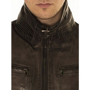 Черная кожаная куртка для байкеров и модников