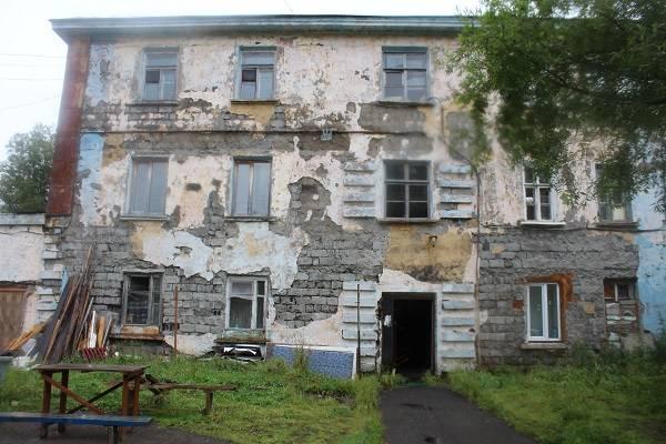 јктивисты Ќародного фронта на амчатке проверили качество управлени¤ аварийными домами