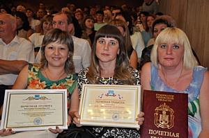 Власти Орла поздравили работников торговли
