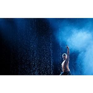Спектакль-шоу под дождем «Между мной и тобой»