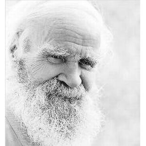 Отец харьковской долгожительницы вышел на пенсию в 102 года
