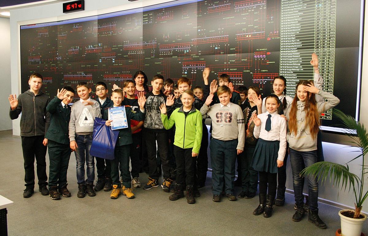 Сотрудники филиала «Удмуртэнерго» поздравили победителей конкурса электробезопасности