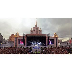 День рождения Москвы: сцена-высотка для группы Aerosmith в исполнении компании Install Profi