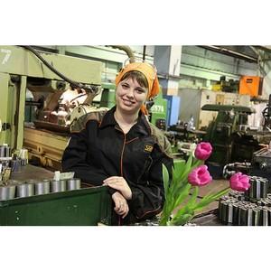 На Уралвагонзаводе премией отметили вклад женщин в развитие предприятия.