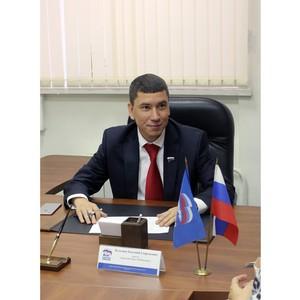 Школы и библиотеки Ленинского района Нижнего Новгорода получили подарок от депутата Евгения Кузьмина