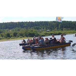 На катамаранах по Чусовой – ОМК поддержала экотуристов