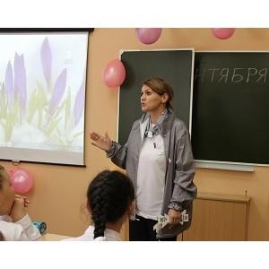 Челябинские активисты ОНФ провели уроки «Россия, устремленная в будущее» в школах