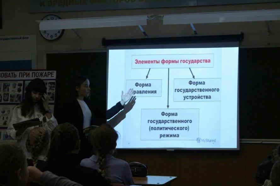 Челябинские активисты ОНФ в День Конституции РФ провели открытые уроки в учебных заведениях