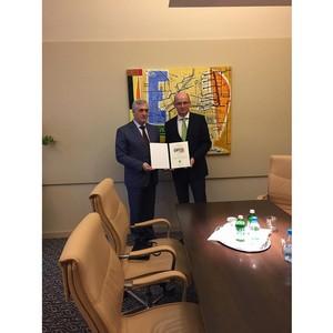 Ректору УРГЭУ Якову Силину вручен диплом почетного профессора университета Дунауйварош (Венгрия)