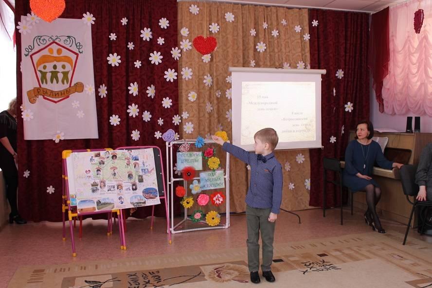 Активисты Народного фронта провели акцию «Моя семья – мои истоки» в Челябинске