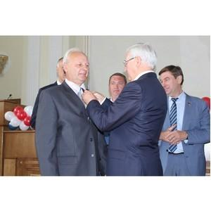 Сотрудник «Катавского цемента» получил областную награду