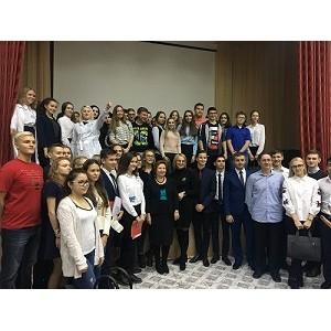 ОНФ в Югре помог организовать встречу известных докторов Сургута со старшеклассниками