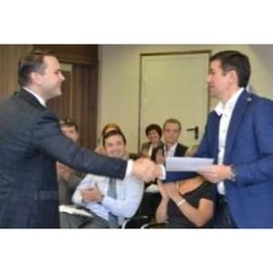 Глеб Архангельский «сверил часы» с Дальневосточным банком Сбербанка России