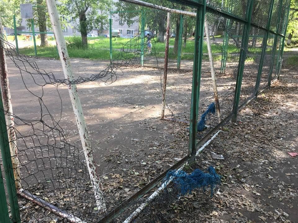 После сигнала ОНФ травмоопасную детскую площадку в Кирове приведут в безопасное состояние