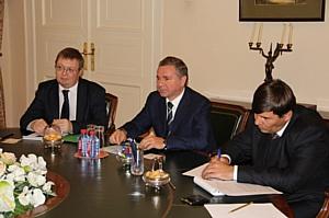 Глава ДВМС встретился с послом Республики Молдова