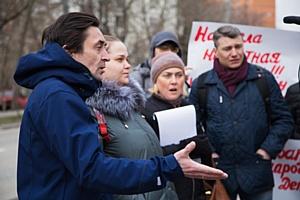18 апреля возле котлована пристройки к школе 324 г. Москвы прошел митинг жителей района